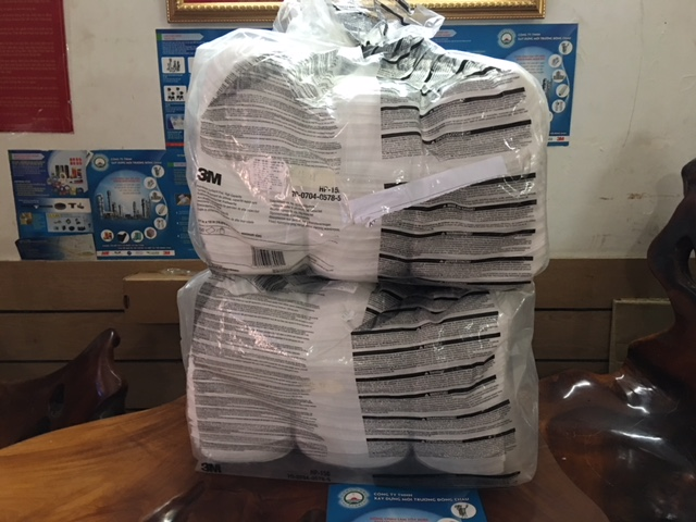 giấy lau dầu tràn vãi trên thiết bị đông châu